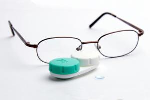 Ce parere au specialistii despre lentilele de contact